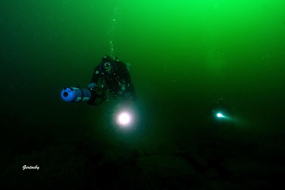 Dykare Med DPV I Brofjorden
